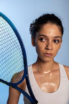 Close-up van vrouw met racket