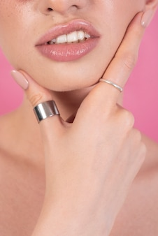 Close-up van vrouwelijke lippen