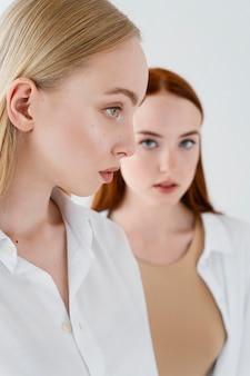 Close-up van vrouwen die expressief zijn