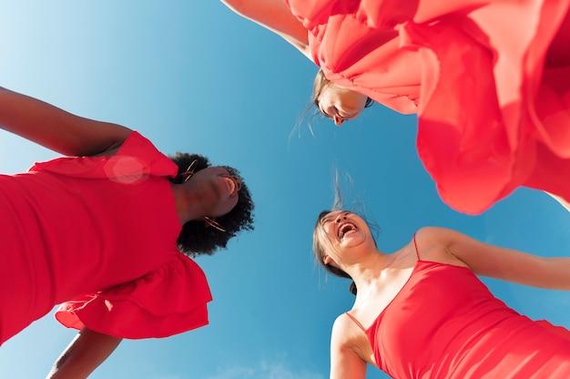 Close-up van vrouwen die samen tijd doorbrengen