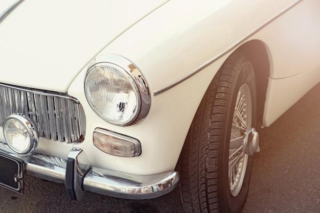 Close-up van witte retro auto