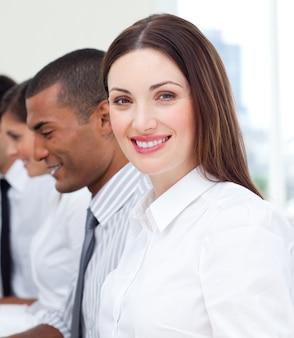 Close-up van zakenvrouw en haar team