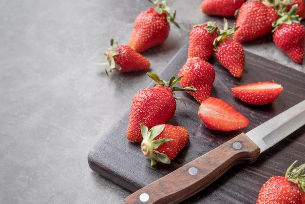 Close-up verse aardbeien op de tafel