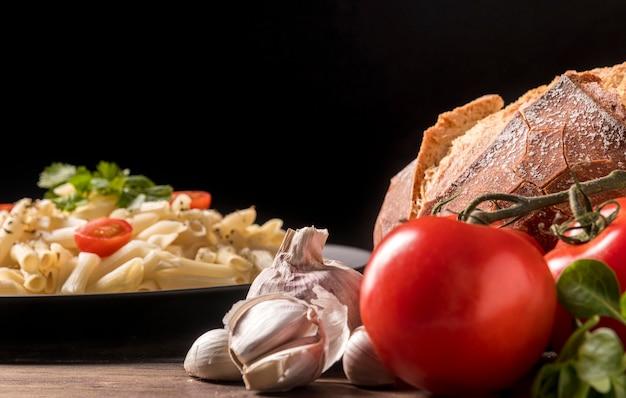 Close-up verse pasta