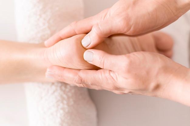 Close-up voetmassage therapie