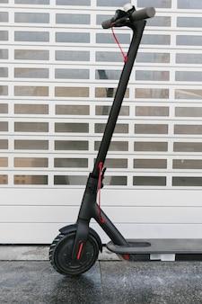 Close-up voorste deel van een e-scooter