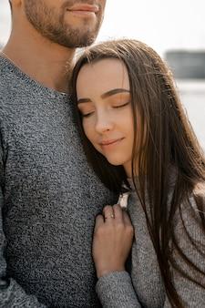 Close-up vreedzame romantische partners