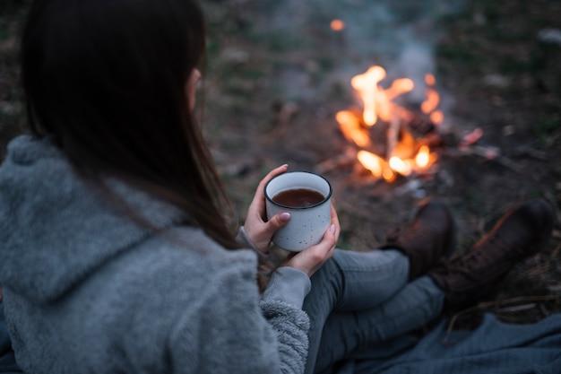 Close-up vrouw met koffie