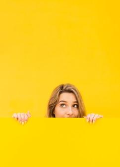 Close-up vrouw verbergen