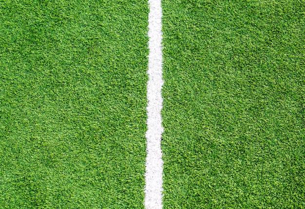 Close-up witte lijn op voetbalveld gras
