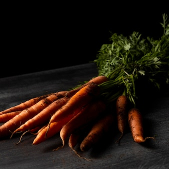 Close-up wortelen op tafel