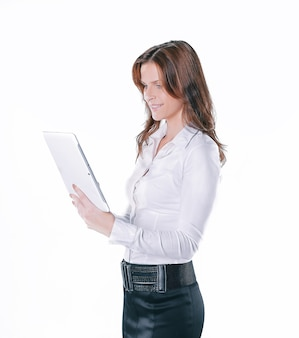 Close-up.young zakenvrouw met digitale tablet. geïsoleerd op wit