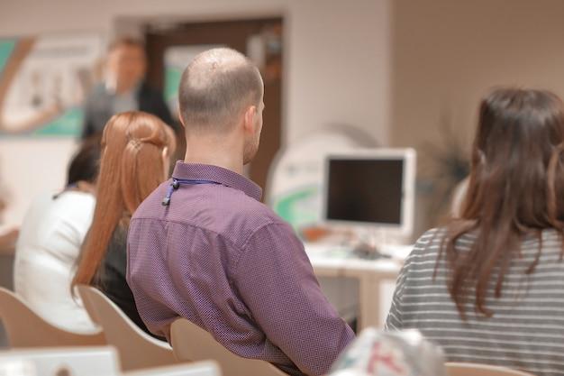 Close-up. zakelijk team op wazig muurkantoor. bedrijfsconcept