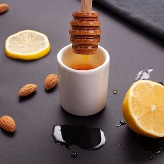 Close-up zelfgemaakte honing en citroen