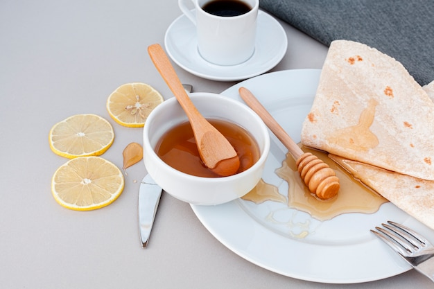 Close-up zelfgemaakte honing met tortilla's