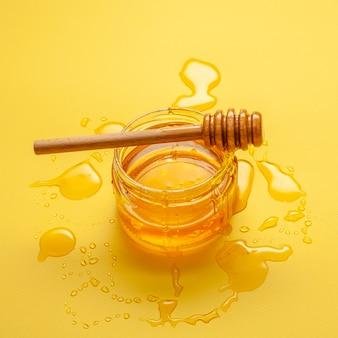 Close-up zelfgemaakte honing op de tafel