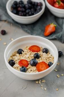 Close-up zelfgemaakte ontbijt klaar om te worden geserveerd