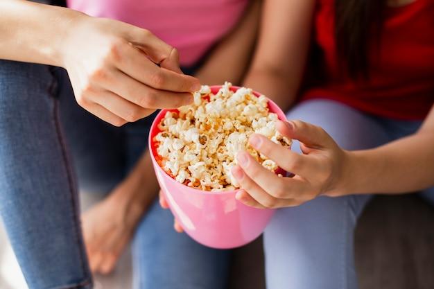 Close-up zelfgemaakte popcorn