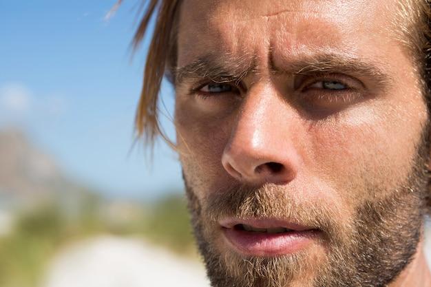 Close-up zelfverzekerde atleet