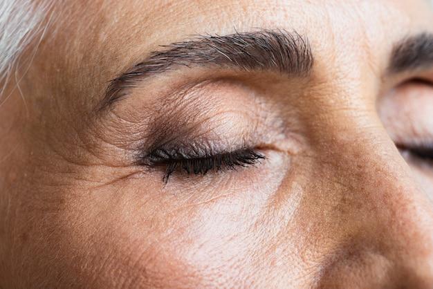 Close-up zelfverzekerde volwassen vrouw