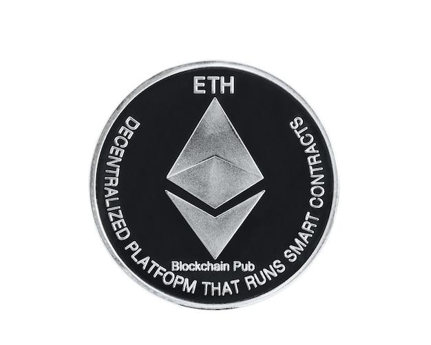 Close-up zilveren ethereum symbool geïsoleerd op een witte achtergrond