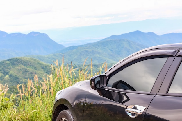 Close-upauto over de berg