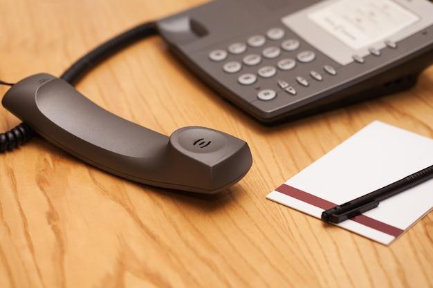 Close-upbeeld van bureautelefoon