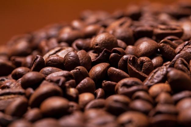 Close-upbeeld van geroosterde koffiebonen