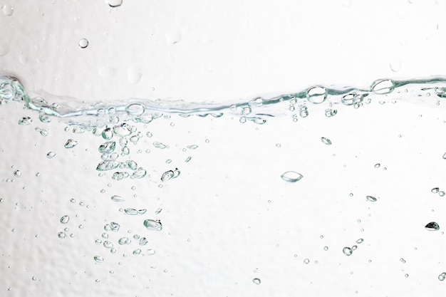 Close-upbellen onder water op witte achtergrond.