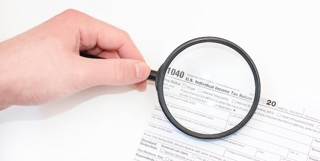Close-upfoto van het 1040 aangifteformulier voor de individuele inkomstenbelasting van de federale overheid