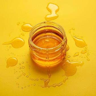Close-upkruik met eigengemaakte honing