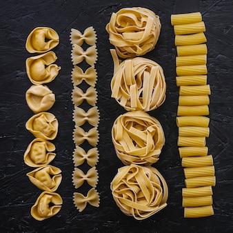 Close-uplijnen van diverse pasta