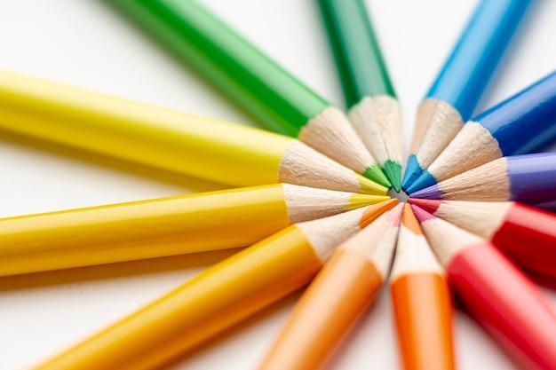 Close-upmening van kleurpotloden