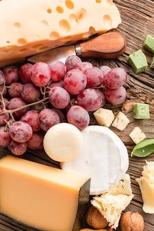 Close-upmix van kaas met druiven