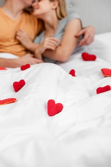 Close-uppaar in de slaapkamer