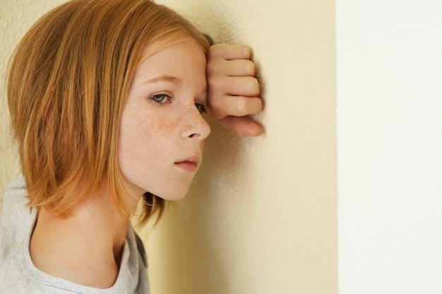 Close-upportret van verdrietig meisje