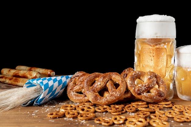 Close-upreeks beierse snacks op een lijst