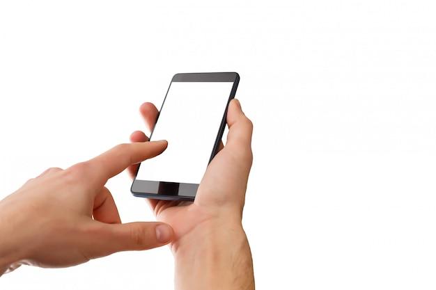 Close-upschot van een vrouw die op mobiele telefoon typen die op witte achtergrond wordt geïsoleerd
