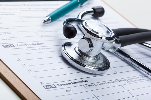 Close-upstethoscoop op medische oppervlakte
