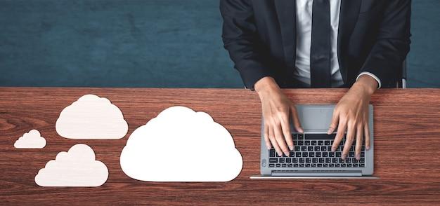 Cloud computing-technologie en online gegevensopslag voor zakelijk netwerkconcept