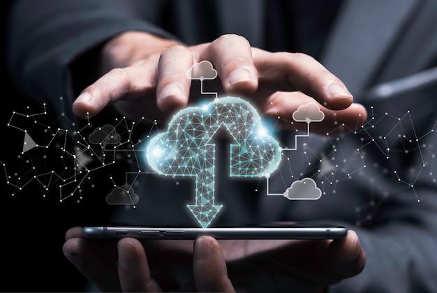 Cloud computing-technologie transformatie concept, zakenman aanraken op virtuele wolk c