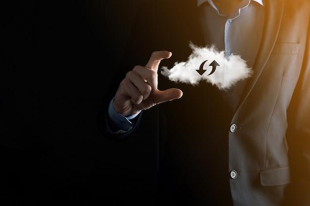 Cloud technologie. veelhoekig draadframe cloudopslagbord met twee pijlen op en neer op donker. cloud computing, big datacenter, toekomstige infrastructuur, digitaal ai-concept. virtueel hostingsymbool.