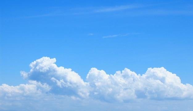 Cloudscape en blauwe hemel