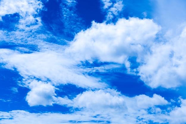 Cloudscapes met een blauwe hemelachtergrond