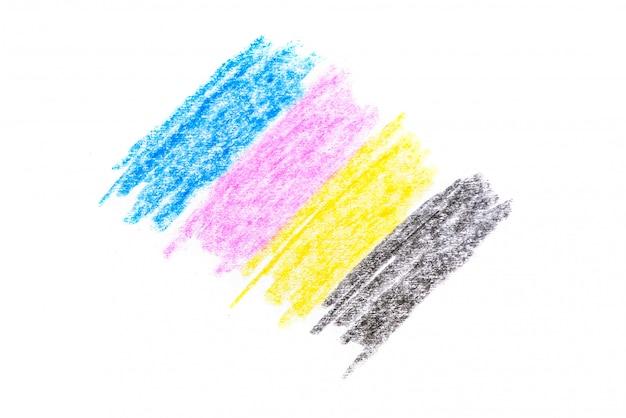 Cmyk-conceptkleurpotloodtextuur met cyaan blauwe rode magenta gele en zwarte tekeningen op witboek