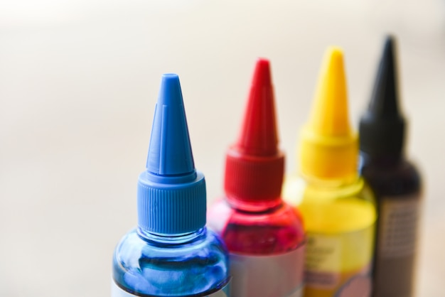 Cmyk-inktfles voor printermachine