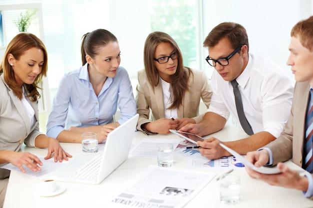 Co-werknemers nemen van beslissingen