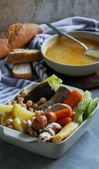 Cocido, traditionele stoofpot op basis van kikkererwten uit madrid