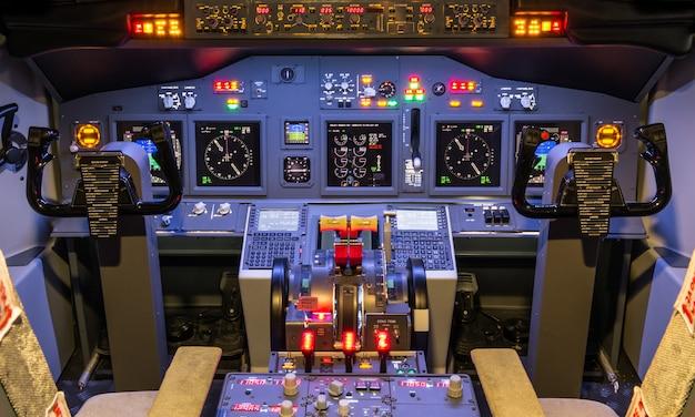 Cockpit van zelfgemaakte lichtsimulator