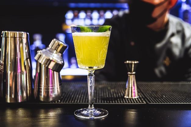Cocktail aan de bar foto van hoge kwaliteit